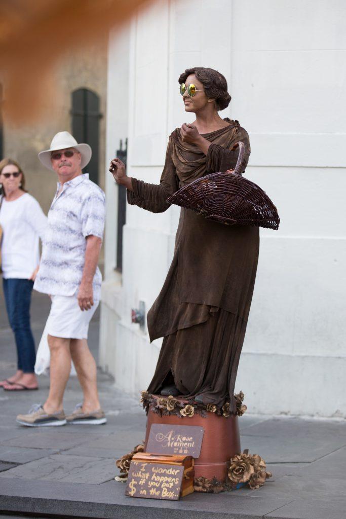 17/52 street performer new orleans